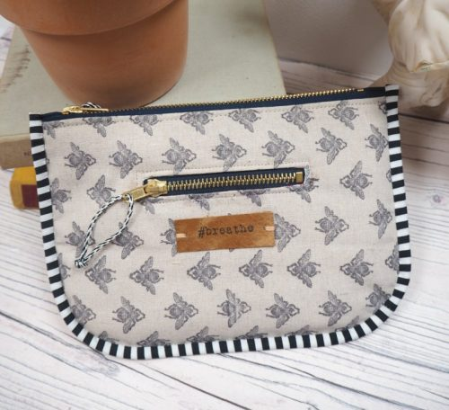 Sew a printed zipped pouch